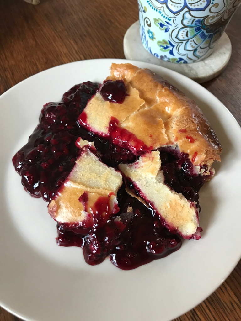 Pie with red fruit